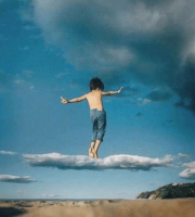 Enfant sur un nuage